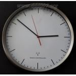 Луксозен, безшумен радио-управляем стенен часовник